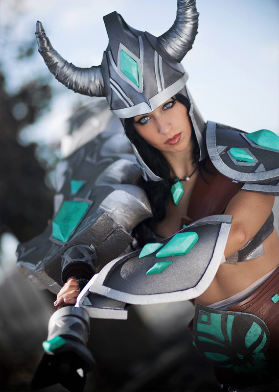 Female Tryndamere   League of Legends