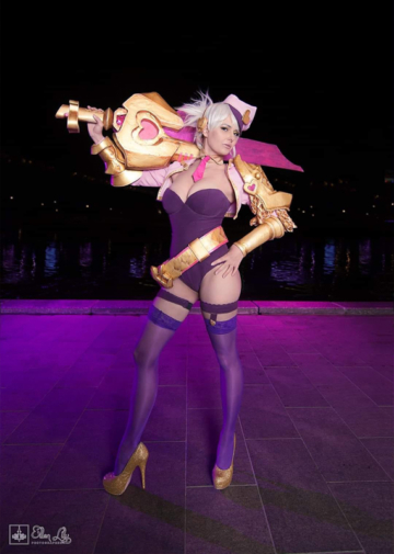 Popstar Riven | League of Legends